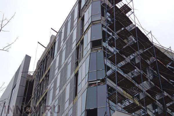 На Смоленском бульваре в Москве возводится офисно-гостиничный комплекс