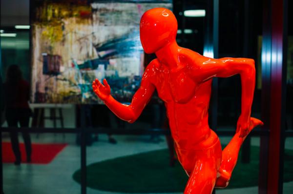 В бизнес-центре Neo Geo открыта выставка современного искусства московских художников «Москва и взгляды»