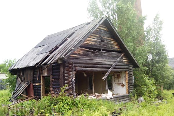 Почти 300 тысяч россиян живут в аварийных домах