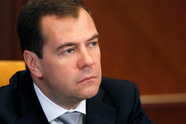 Снижение ставок по ипотеке несет серьезные риски, считает Дмитрий Медведев