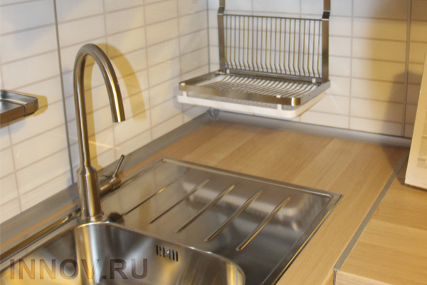 Сатиновые натяжные потолки на кухне