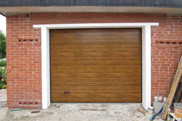 Ворота секционного типа для гаражей: материалы и особенности конструкции